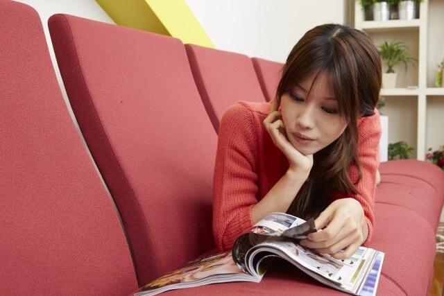 ソファーで勉強