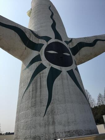 太陽の塔 黒い顔